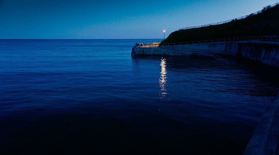 Blog, seascape, night, time, fisherman, sea, wall, incoming, tide, solo, lamp